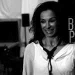 Standbild Musikvideo Badapapapaa - Angela Puxi