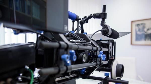 Filmproduktion: einsatzbereite Kamera